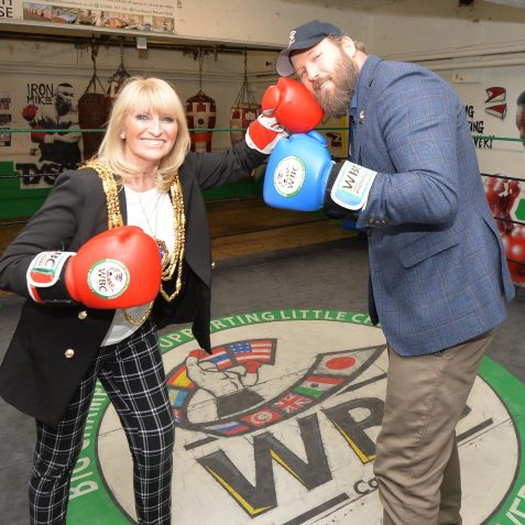 Mayor Dee Simson spars with Scott Welch | ©Tony Mould