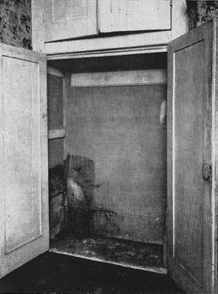 Cupboard at 52 Kemp St, where the trunk was hidden | From the 1934 police photo L.N.A.