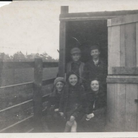 Leslie Phillips, Jack Lynn, Eadie & Elsie Ritchens, Marguerite (Peggy) Phillips in the entrance to the shed at 125 Ingram Crescent. | Private collection of Alan Phillips