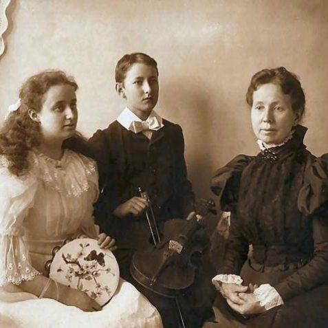 L-R: Eneis, Ernest and Elizabeth de la Graves   Brighton and Hove Museum