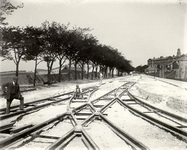 Workmen laying tram lines, Elm Grove, 1902 | Image reproduced with permission from Brighton History Centre
