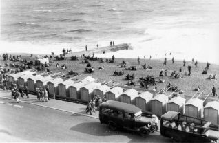 Brighton beach east of Palace Pier c1930 | Image reproduced with kind permission from Brighton and Hove in Pictures by Brighton and Hove City Council