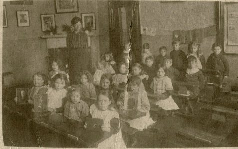 Schoolchildren in the early 1900s