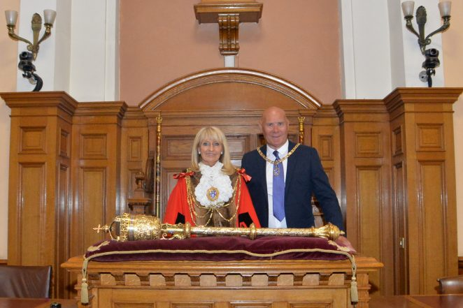 Councillor Dee Simson with her consort husband Paul | ©Photo by Tony Mould
