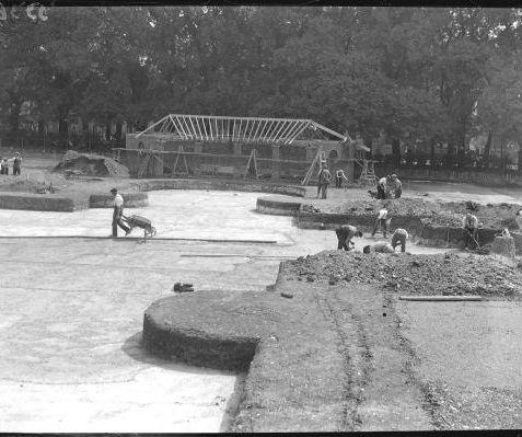 Workmen constructing the playground in 1929 | Reproduced with courtesy of The Argus