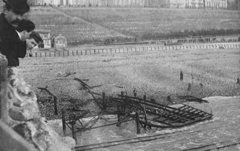 1896: Seaside railway destroyed