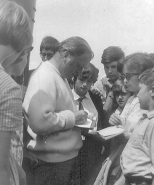 Director Richard Attenborough signs autographs for young fans on location in Brighton | From the private collection of Jennifer Drury