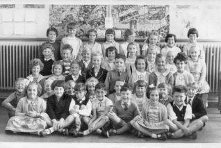 Class at Benfield C.P. School, Portslade - 1959-1963 | From the private collection of Helen Shipley