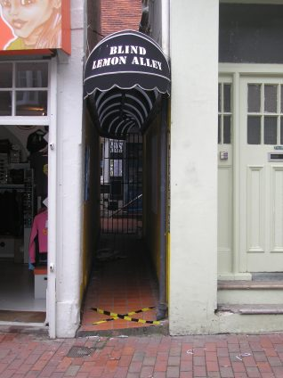 Blind Lemon Alley, Middle Street, Brighton | Photo by Peter Groves