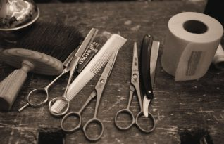 Barber's tools of the trade | Wikimedia Commons