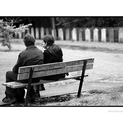 Couple on bench in St Nicholas graveyard | Photo by Helen Diamantopoulo