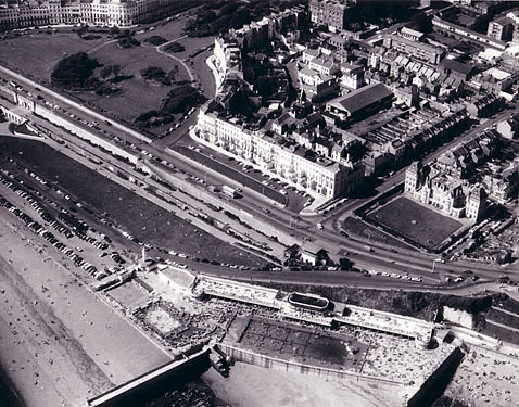 Aerial view of Black Rock swimming pool | Image reproduced with permission from Brighton History Centre