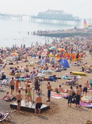 Summer Sunday on Brighton seafront, July 2002 | Image courtesy of www.imagesbrighton.com