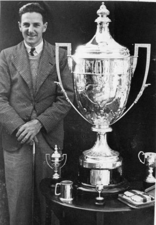 Chummie Hewitt with the Victor Ludorum Trophy