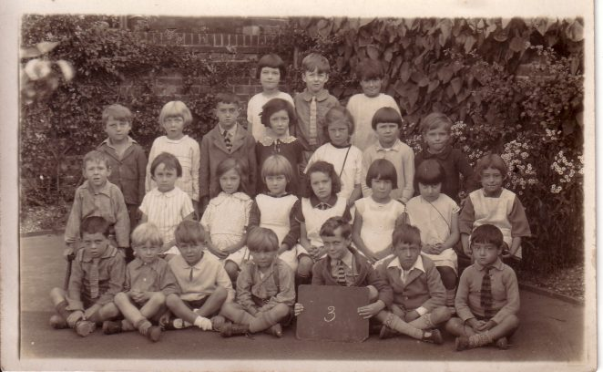 Combe Road School: click on photograph to open a large version in a new window. | From the private collection of Maureen Sweet
