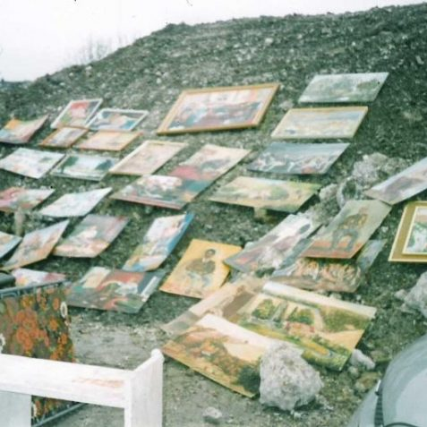 Artful use of rubble by car boot seller - 7th November 2004 | Photo by Ninka