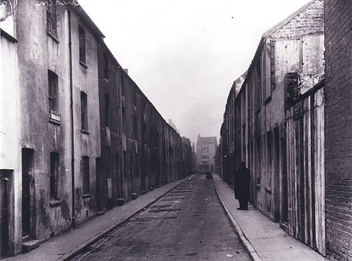 Houses in Carlton Row, the scene of a brutal child murder in 1826. The houses were not demolished until 1933. | Image reproduced with permission from Brighton History Centre
