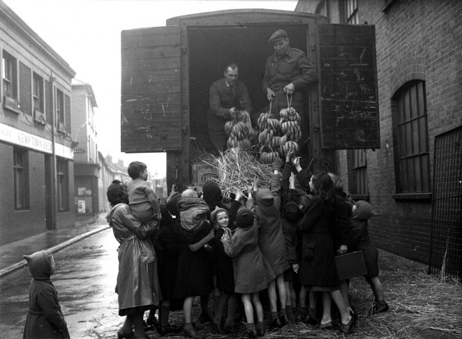 Delivery of bananas in unidentified Brighton Street | Royal Pavilion and Museums Brighton and Hove