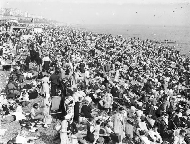 Brighton beach in the late 1930s | Royal Pavilion and Museums Brighton and Hove
