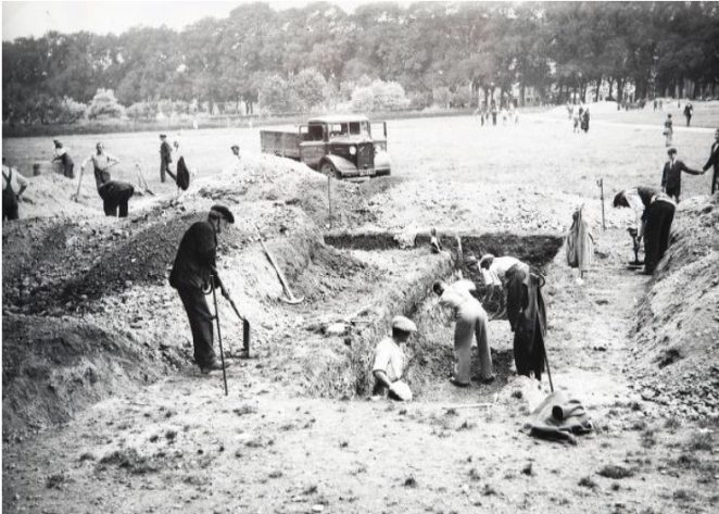 Digging trenches on The Level on that fateful Saturday, 2 September 1939, the day before Britain declared war on Germany, and the Second World War began | Image reproduced with kind permission of The Regency Society and The James Gray Collection