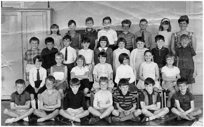 Miss Bacon's class 1968 | From the private collection of Martin Scrace