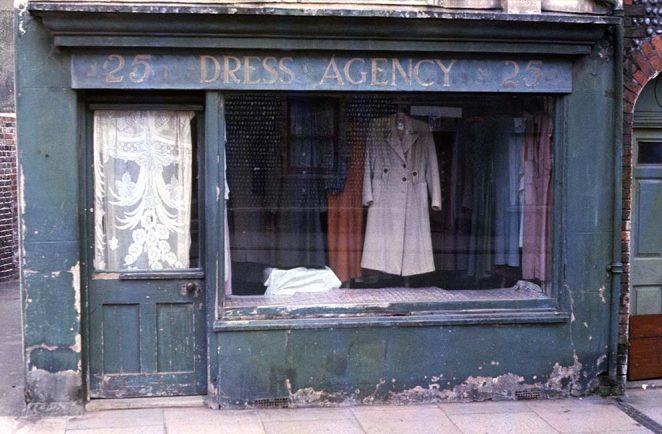 Dress Agency | ©Tony Tree
