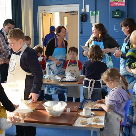 Fairlight School fish cooking lesson | Photo by Tony Mould