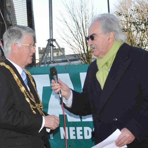 The Mayor is interviewed by Des Lynam | Photo by Tony Mould