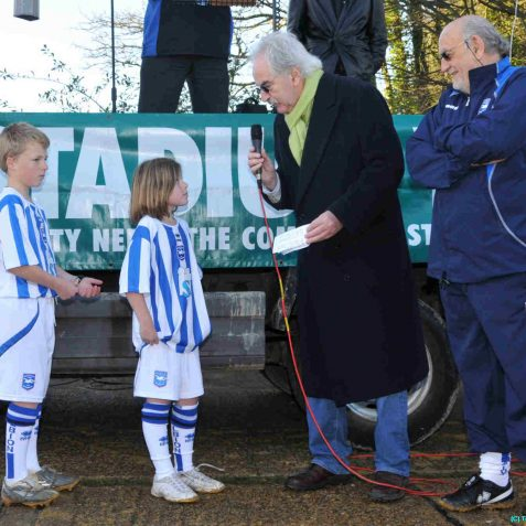 Des Lynam with two footballers from Woodingdean Primary School | Photo by Tony Mould