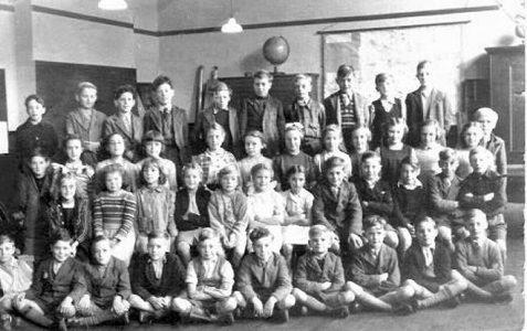 Class photograph 1950/1