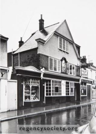 The Royal George Inn, George Street. Photographed 17 November 1964, demolished in 1965 and replaced by the Pricerite Supermarket. Click on image to open a large version in a new window. | Image reproduced with kind permission of The Regency Society and The James Gray Collection