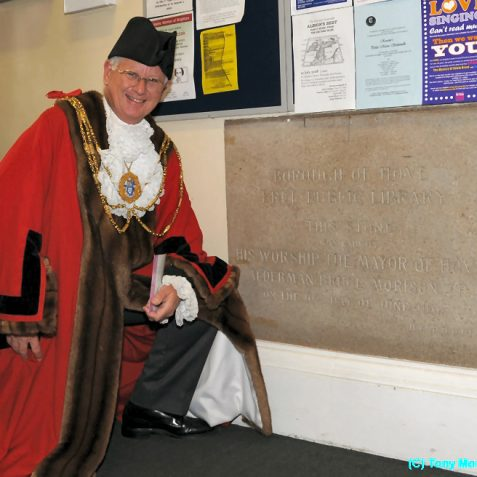 The Mayor examines the building's dedication stone | Photo by Tony Mould