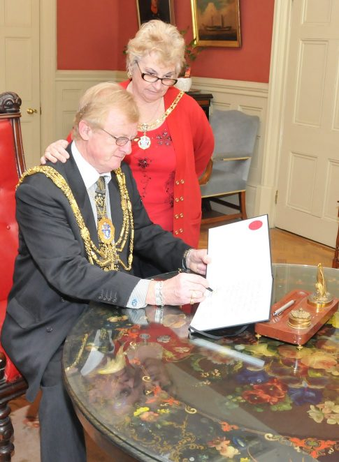 The Mayor and Mayoress sign the book of condolence | Photo by Tony Mould