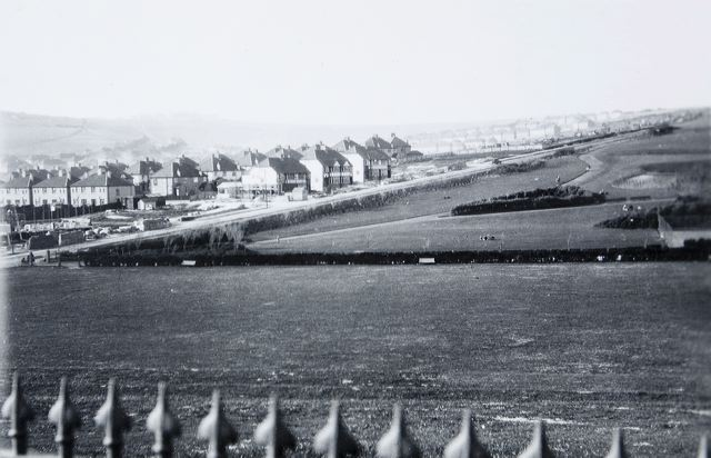 In the right distance are the houses in Findon and Nuthurst Roads, while on the opposite slope can be seen Hervey Road and Whitehawk Crescent, built in 1928/9. | Image reproduced with kind permission of The Regency Society and The James Gray Collection