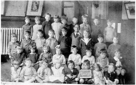 Class photographed in 1924/25