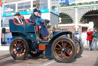 Competitors in the 2007 London to Brighton Veteran Car Rally | Photo by Tony Mould