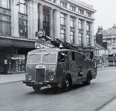 Fire engine driving past the Co-operative Building in 1955 | Image reproduced with kind permission of The Regency Society and The James Gray Collection