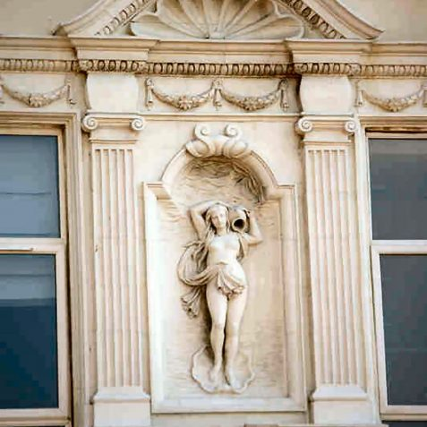 Decoration on the Sheridan Hotel | Photo by Tony Mould