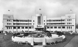 View of the front of the Butiln's Ocean Hotel c. 1950s. | From the private collection of Tony Drury