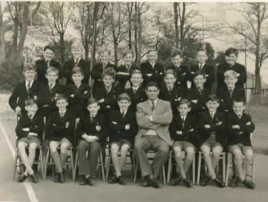 Back Row L-R David Davidson, John Flake, Rodney Aldridge, Donald Hales, Robert Piercy, Paul West, Geoffrey Parker, Nigel Rickard; Middle Row L-R Martin Townsend, Brian Drew, Alan Jeater, George Hamblin, David Barr, Thomas Lamiman, David Knight, Michael Harding; Front Row L-R David Spicer, Alan Green, Chris Cadby, Christopher Pratt, Mr Bennet (of Fido fame), Donald Peters, Peter Beadle, me. | Photo from the private collection of Dave Phillips