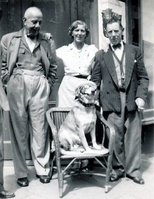 Percy Searle, Eadie, Tom Eade and Toby the dog | From the private collection of Barrie Searle