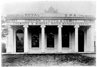 Photograph of the original facade of the spa | From a private collection