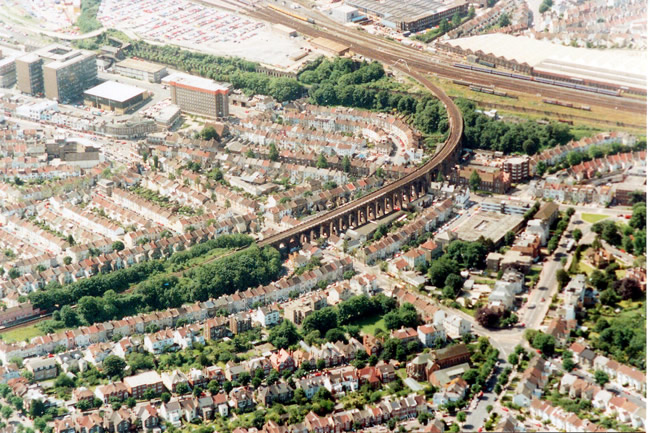 Aerial view of the London Road viaduct, 1991 | Picture contributed on 11-05-04 by Ian McKenzie, from private collection