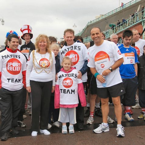 The Mayor with her team and fellow runner Theo Paphitis from TV's Dragon's Den | Photo by Tony Mould