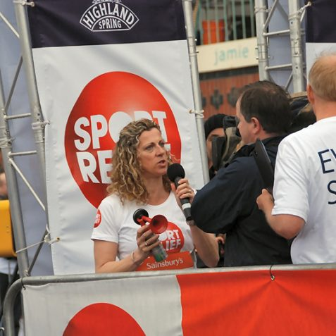 Sally Gunnell starts a heat | Photo by Tony Mould