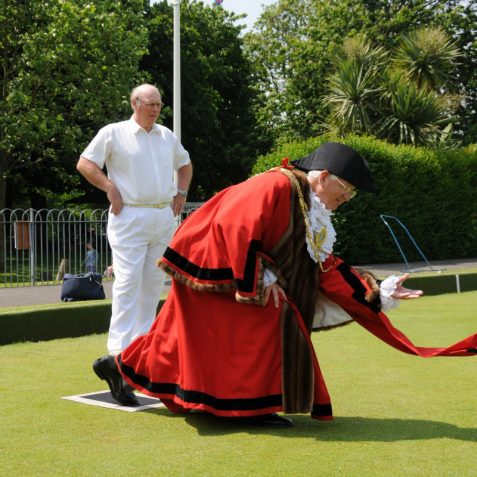 The Mayor tries his hand at bowls | Photo by Tony Mould