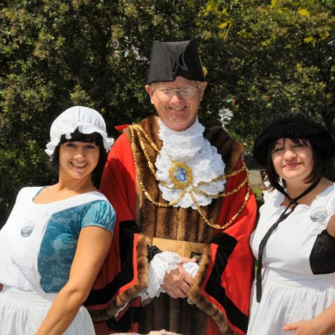The Mayor meets some comely wenches!