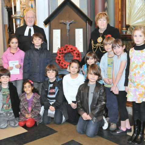 Father Robert Fayers, The Mayor Councillor Ann Norman and children from Middle Street Community School | Photo by Tony Mould