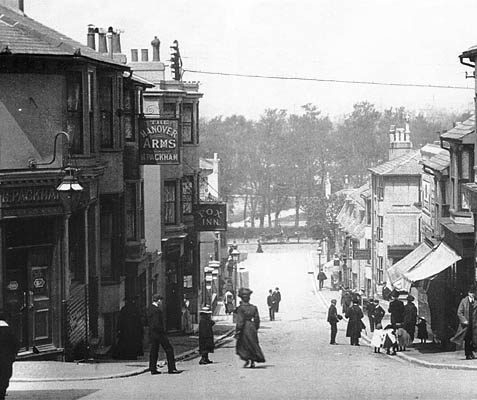 Image shows Southover Street around 1910, showing the Hanover Arms and the Fox Inn. | Reproduced courtesy of Jacqueline Pollard, co-author of 'Hilly Laine to Hanover'