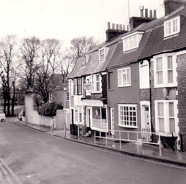 Image shows Southover Street. Photo annotated as January 1995 (but see comment below re date). | Image reproduced with permission from Brighton History Centre